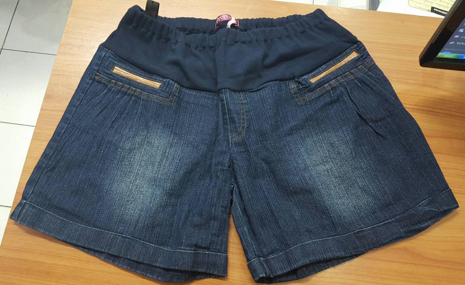 กางเกงคนท้องขาสั้น สีเข้ม รุ่นนี้ฮิตสุดๆค่ะ มาปุ๊ปหมดปั๊บ ผ้าใส่สบายมากๆ มีผ้ารองรับหน้าท้อง มีสายปรับที่เอว