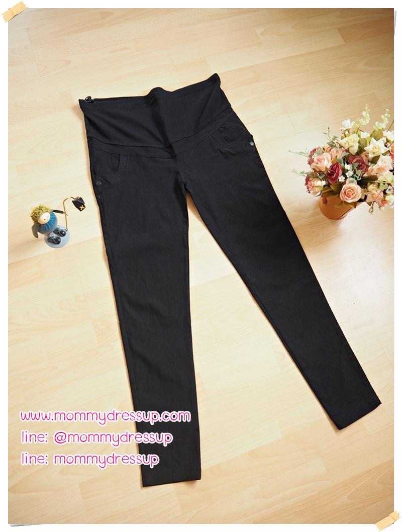 กางเกงทำงานขาเดฟสีดำ ผ้ายืดมีกระดุมดำด้าน 1 เม็ดตรงมุมล่างกระเป๋า ผ้านิ่มใส่สบายค่ะ เอวปรับระดับได้ตามอายุครรภ์