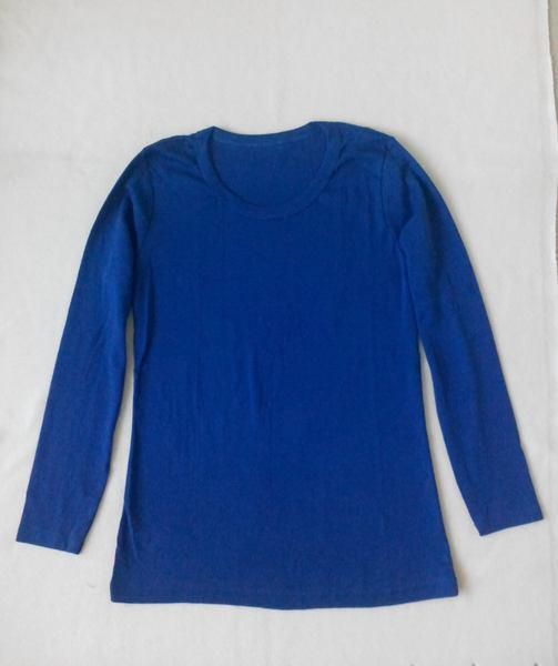 เสื้อยืดแขนยาวสีน้ำเงินเข้ม
