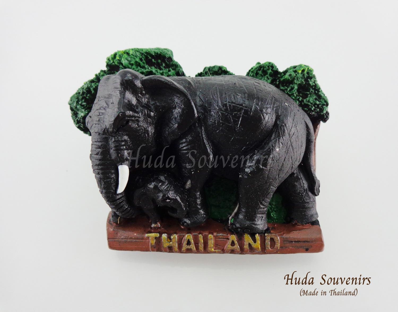 ของที่ระลึกไทย แม่เหล็กติดตู้เย็น ลวดลายช้างและลูกช้าง วัสดุเรซิ่น ชิ้นงานปั้มลายเนื้อนูน ลงสีสวยงาม