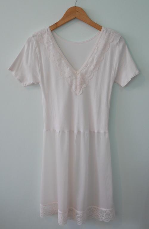 jp3638 ชุดนอนช่วงตัวผ้ายืด ต่อเอวผ้าไนลอนสีชมพูซีด รอบอก 34 นิ้ว