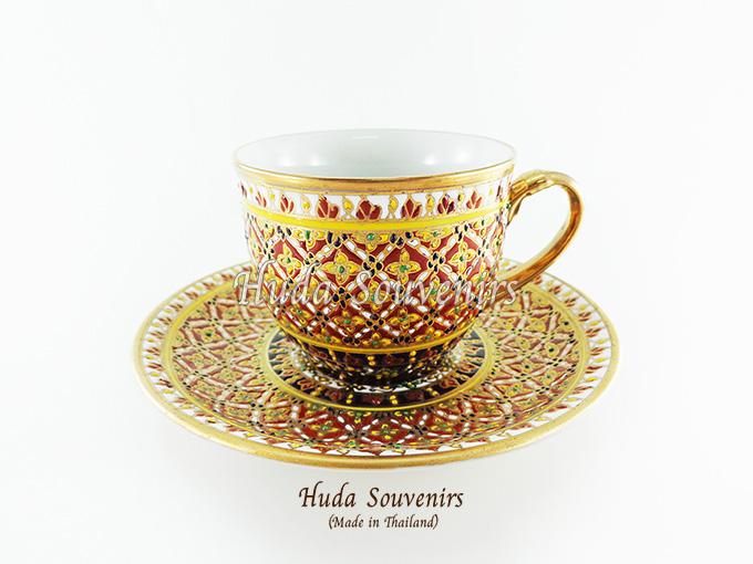 ของที่ระลึก แก้วกาแฟเบญจรงค์ ทรงกลม ลวดลายดอกพิกุล โทนสีแดง ลายเนื้อนูนเคลือบผิวด้าน สินค้าพร้อมส่ง (ราคาไม่รวมกล่อง)