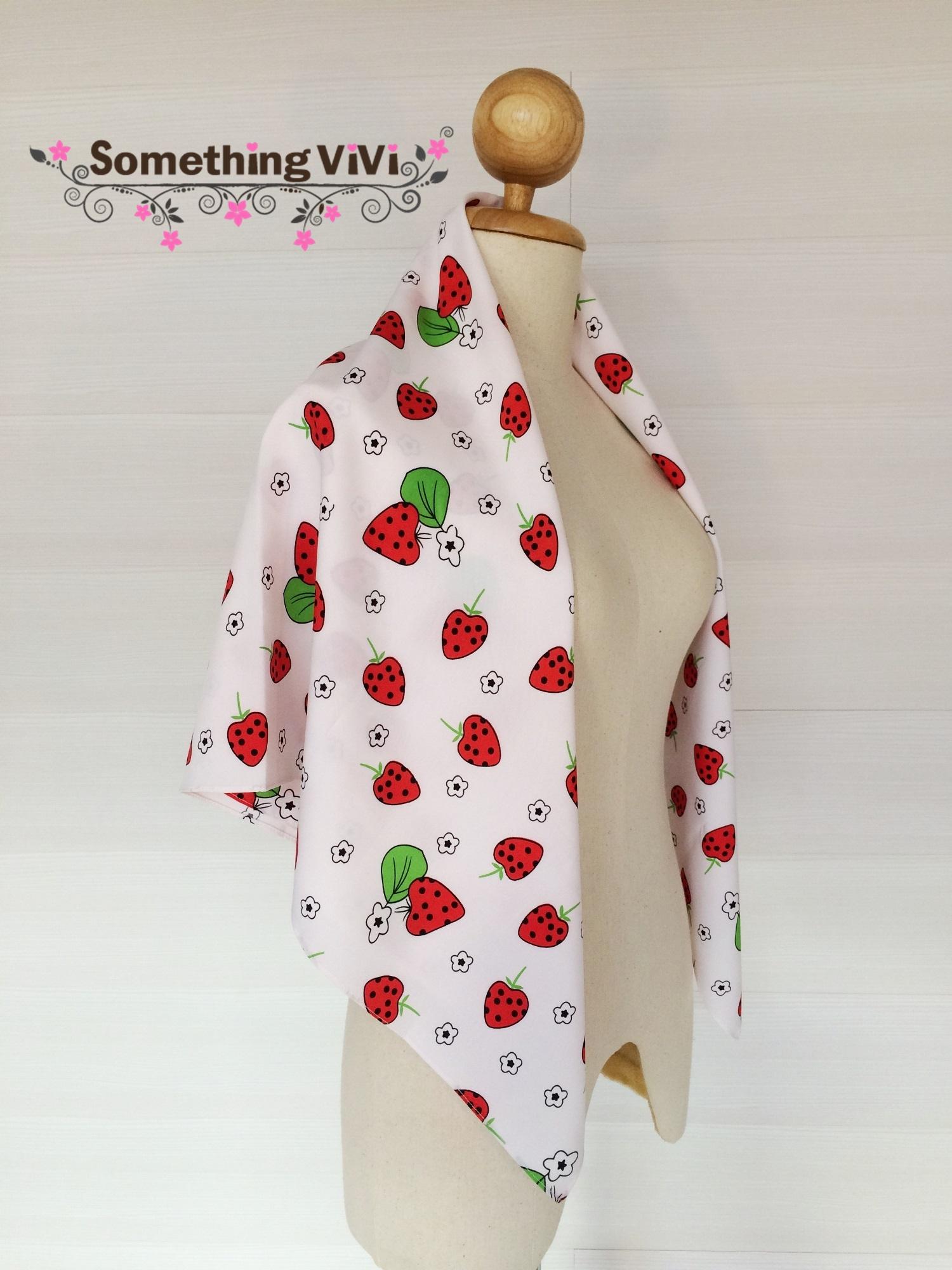 ผ้าพันคอ/ผ้าคลุมไหล่/ผ้าคลุมให้นม รุ่น Strawberry A Pois (Size L) สีตามภาพ ผ้าพันคอสีขาวตัดกับลาย Strawberry อย่างลงตัว มุ้งมิ้งน่ารักไปอีกแบบ สลับกับลายดอกไม้ประปรายทั่วผืนผ้า ลายน่ารักสดใสขนาดนี้อย่าพลาดนะคะ พร้อมกล่อง/ซองแพคเกจอย่างดี ของขวัญ/ของฝาก